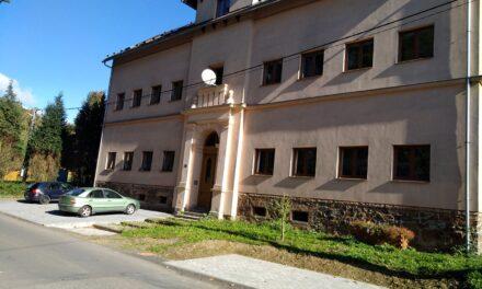 Obyvatelé bytového domu č.p. 28 mají k dispozici  nová parkovací místa